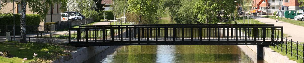 Gångbro över Köpingsån.