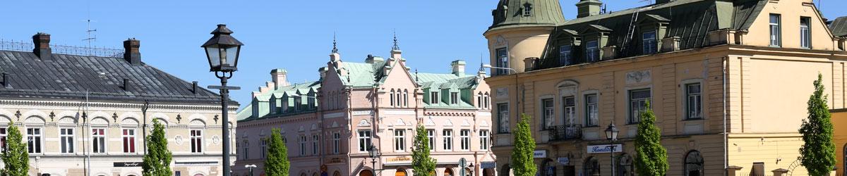 Gamla byggnader vid Stora torget i Köping.